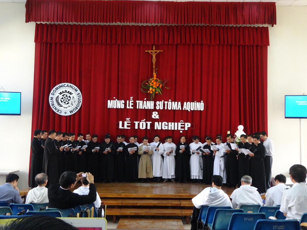Trung Tâm Học Vấn Đaminh Mừng Lễ Bổn Mạng Và Trao Văn Bằng Tốt Nghiệp – 2015