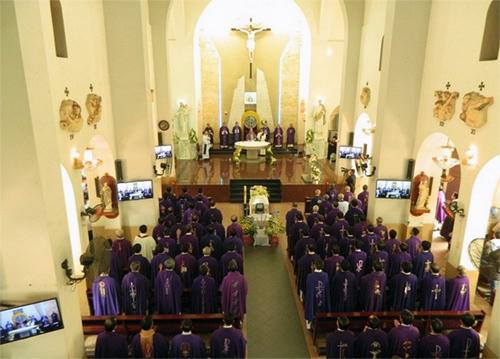 5 giám mục và 200 linh mục tham dự Lễ an táng tiễn đưa Cha Albertô Trần Phúc Nhân
